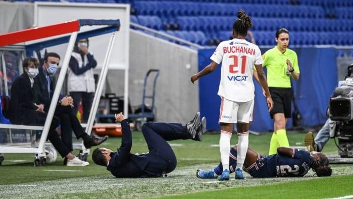 Même l'entraîneur du PSG s'est fait tacler ce dimanche soir.