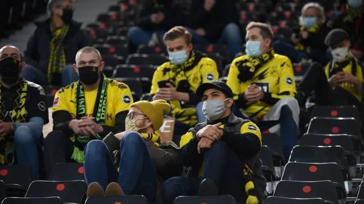 Trotz Einhaltung der Maskenpflicht: eigentlich hätte es keine Zuschauer beim Revierderby geben dürfen