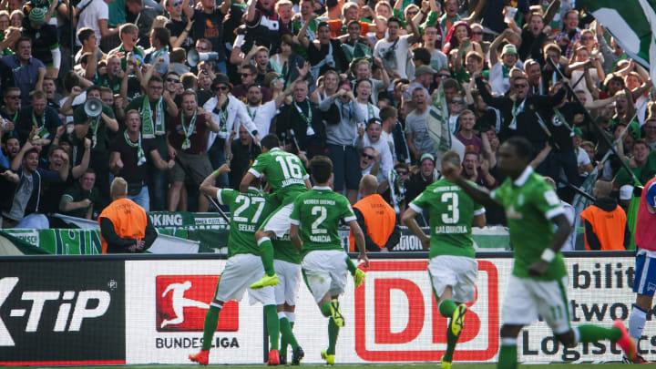 Werder Bremen: Fans jubeln mit Mannschaft