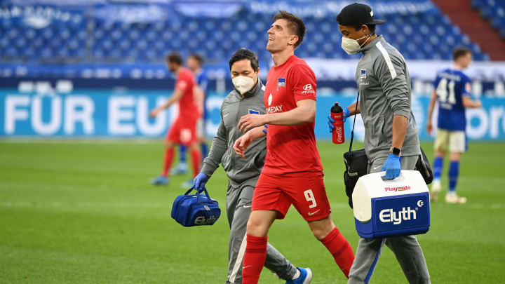 Krzysztof Piatek verlässt das Feld auf Schalke.