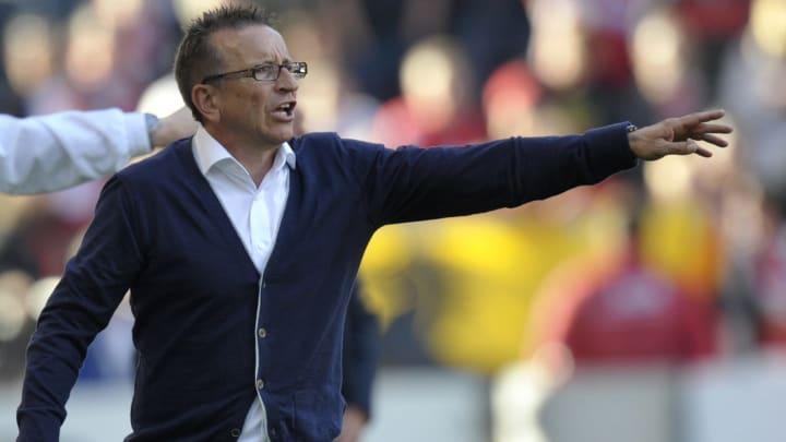 Norbert Meier führte drei Bundesligisten in den Tabellenkeller