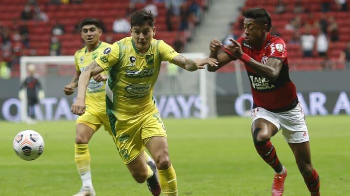 Flamengo dominou as ações na primeira etapa, mas sofreu gol em 'cochilo'