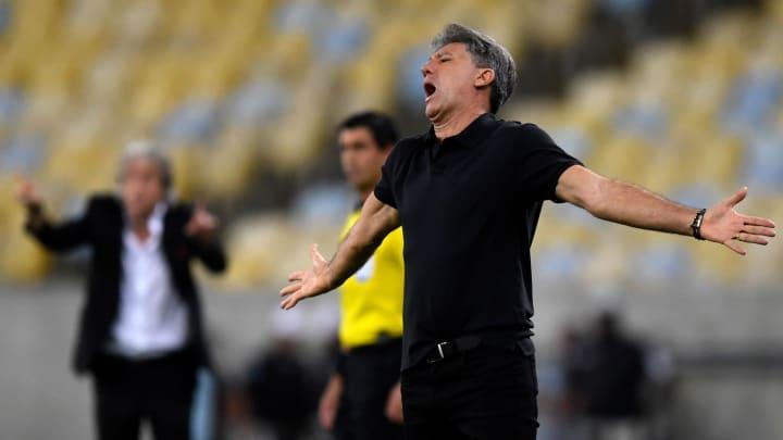 Renato Gaúcho não esconde o desejo de ter mais um zagueiro