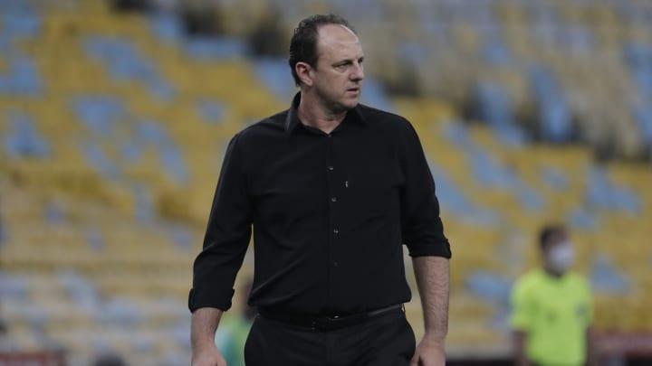 Ceni está cada vez mais isolado no Flamengo