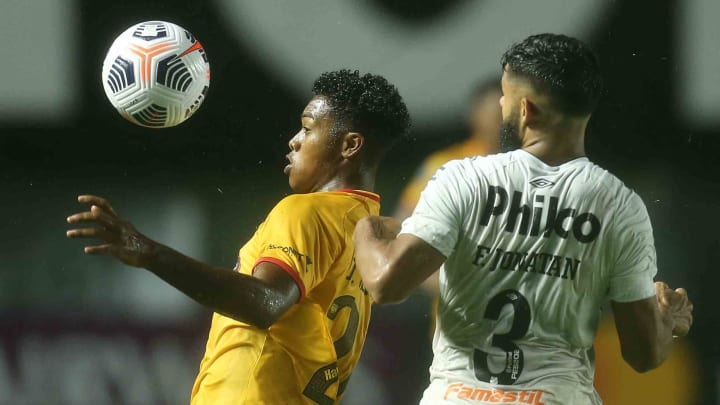 Barcelona e Santos se encaram pela 6ª e última rodada do Grupo C da Libertadores.
