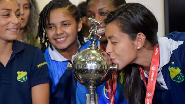 Las jugadoras de Atlético Huila festejan la obtención de la CONMEBOL Libertadores