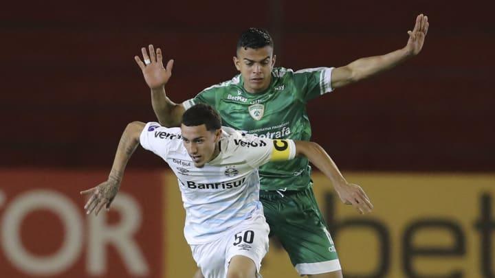 Victor Bobsin tem chance de ser titular contra o Santos