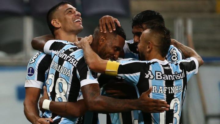 Paulo Miranda saiu do banco para garantir a vitória azul