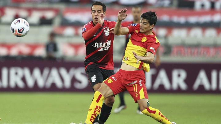 Afastado pelo Athletico, Jadson vai defender o Avaí até o final do ano. Furacão vai continuar pagando os salários do meio-campista.