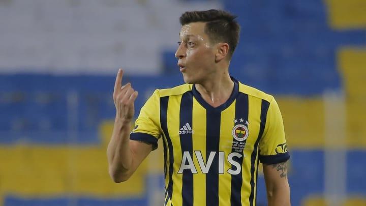 Mesut Özil wird Fener lange fehlen