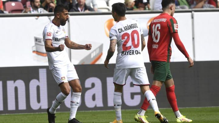 Kerem Demirbay (l.) bejubelt das 2:0 für Leverkusen.