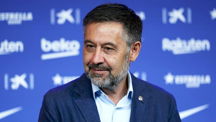 Josep María Bartomeu é detido após investigações no CT do Barcelona; ex-cartola é acusado de corrupção, lavagem de dinheiro e outros crimes.
