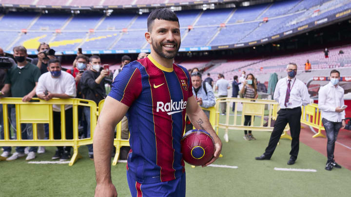 Agüero foi anunciado oficialmente pelo Barcelona nesta segunda (30)