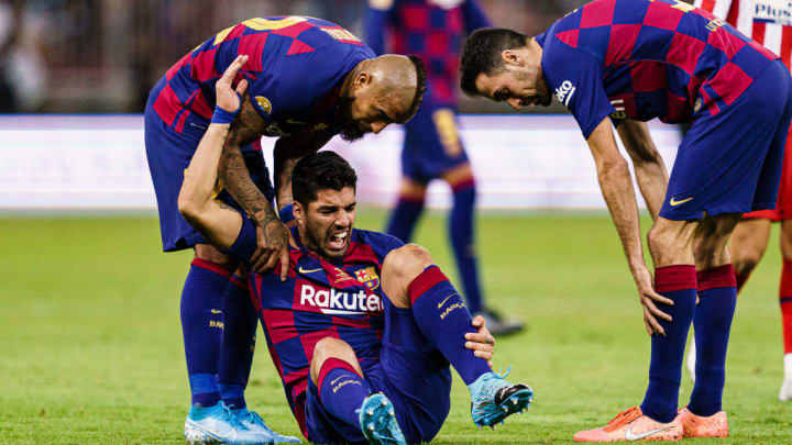 Suárez down injured in his last appearance, against Atletico Madrid.