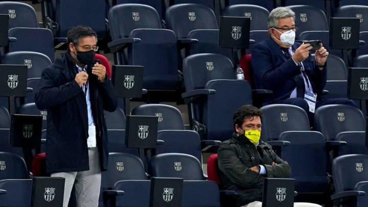 Josep María Bartomeu e outros dois dirigentes são presos após investigações no Barcelona.