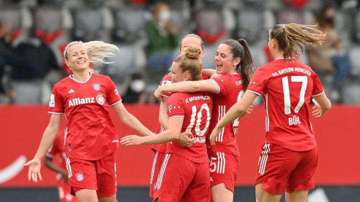 Die Frauen des FC Bayern feiern den Gewinn der Deutschen Meisterschaft