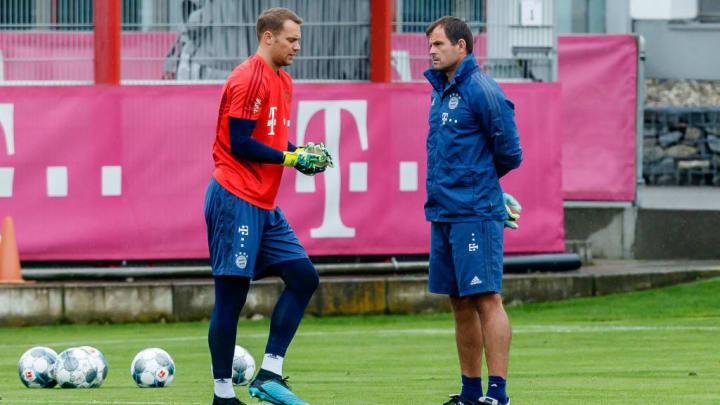 Neuer mit Bayerns TW-Trainer Tapalovic