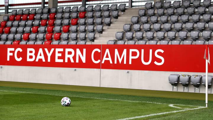 Wegen rassistischer Kommentare im Whatsapp-Chat muss sich ein FCB-Jugendcoach vor Gericht verantworten