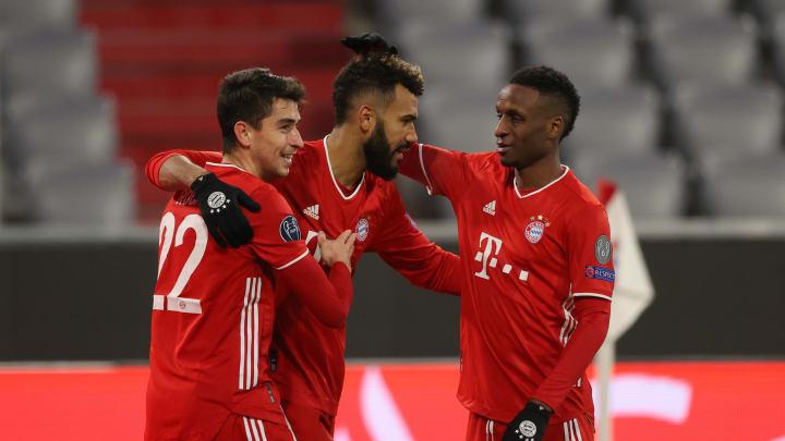 Marc Roca und Bouna Sarr (hier mit Choupo-Moting) erhielten bei den Bayern wenig Spielzeit. Der französische Rechtsverteidiger steht vor dem Abschied.
