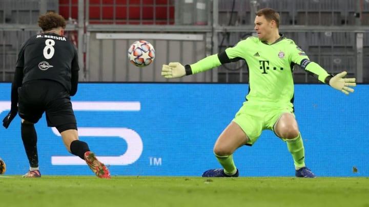 Wegen seiner Vielzahl an Paraden unverzichtbar: Manuel Neuer (r.)