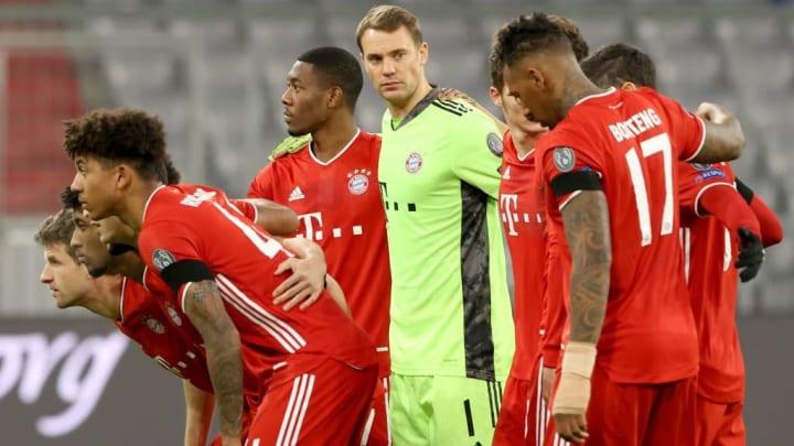 Aufgrund seiner müden Vordermänner muss Manuel Neuer (Mitte) derzeit viele Torschüsse des Gegners parieren
