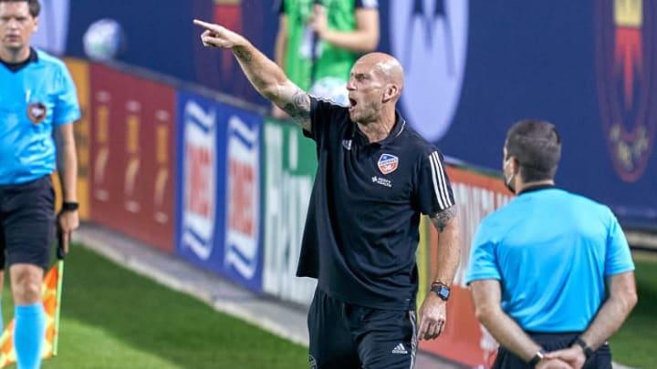 Jaap Stam segue tentando fazer um trabalho firme no futebol norte-americano.
