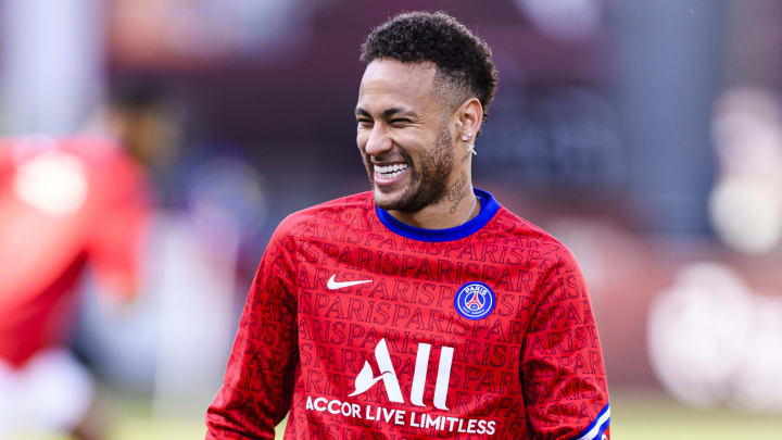 All smiles at PSG as Neymar commits future to the club