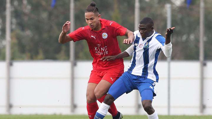 Faiq Bolkiah (de vermelho na foto acima) tem apenas 22 anos e pouco atuou pela equipe principal do Leicester.