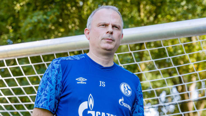 Jochen Schneider stellt sich demonstrativ vor den Kompromiss zum erneuten Gehaltsverzicht