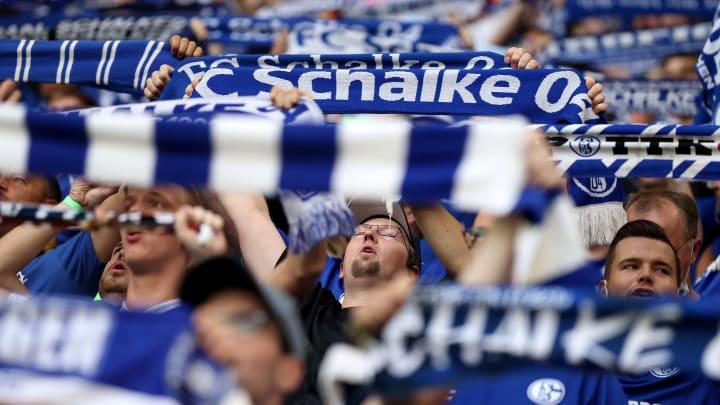 Die Fußball-Stadien sind allmählich wieder voller - wie hier auf Schalke