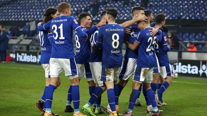 Schalke gewinnt zum ersten Mal seit 30 Spielen.