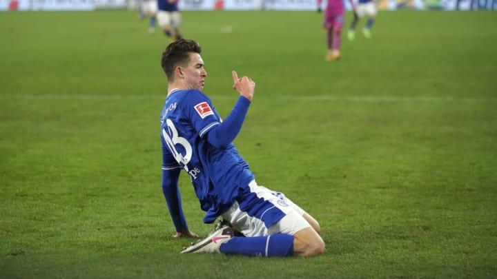 Sliding into Schalke's forward line