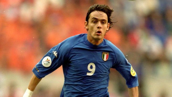 Filippo Inzaghi con l'iconica maglia dell'Italia a Euro 2000
