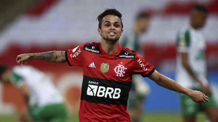 Michael recusou proposta milionária para continuar no Flamengo.