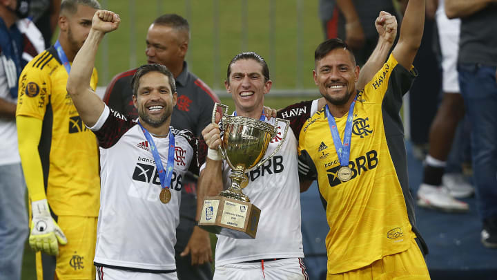 Diego, Filipe Luís e Diego Alves são contratações 'europeias' do Flamengo