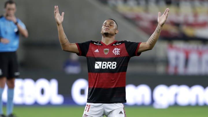 Flamengo pode ter 'perdido' oportunidade ao negociar Natan com o Red Bull Bragantino; zagueiro estaria na mira do Barcelona