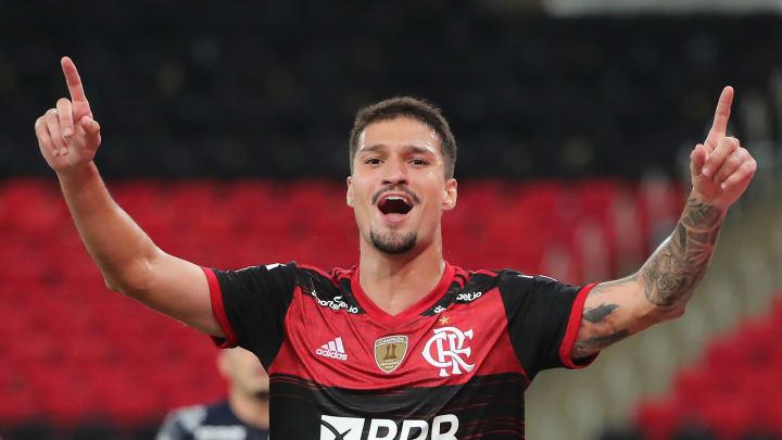 Thuler não atendeu expectativas no Flamengo. Ida do zagueiro para a França é positiva para todos os envolvidos.