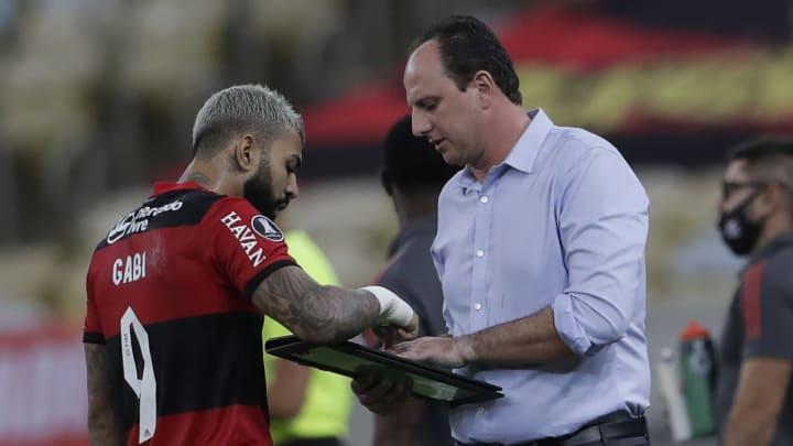 Flamengo empatou com a LDU por 2 a 2 no Maracanã