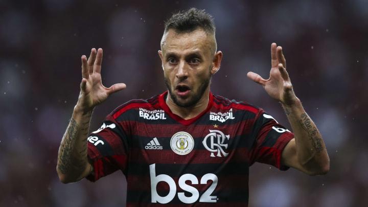 """""""Coisa que todo mundo está falando de financeira, não tem nada a ver"""", disse Rafinha, em relação à desistência do Flamengo de contratá-lo."""