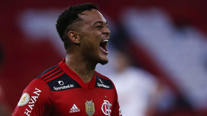 Novela Rodrigo Muniz-Flamengo ganhou um novo capítulo após o Fulham alterar os valores oferecidos pelo atacante. Veja.