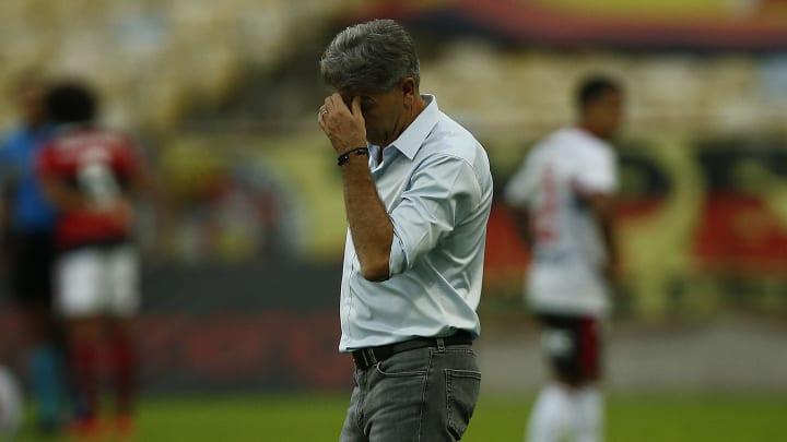 Renato Gaúcho está preocupado com a situação de Rodrigo Caio; zagueiro vem enfrentando muitos problemas físicos no Flamengo.