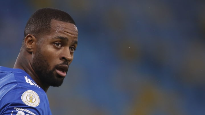 Dedé e Cruzeiro entram em acordo, e zagueiro fica à disposição do mercado.