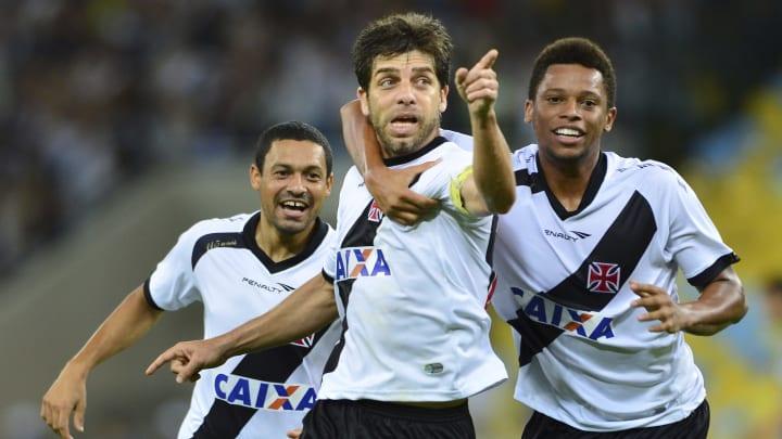 """""""Juninho Pernambucano provando que realmente é muito ídolo do Vasco"""", publicou um internauta."""