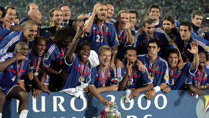 Après la Coupe du monde 98, les Bleus réalisent un incroyable doublé en remportant l'Euro 2000