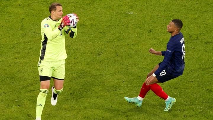 Manuel Neuer, Kylian Mbappe