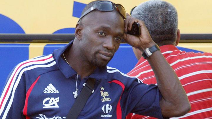 France's midielder Claude Makelele gets