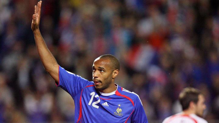 French forward Thierry Henry (L) celebra
