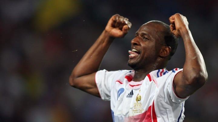 French midfielder Patrick Vieira celebra
