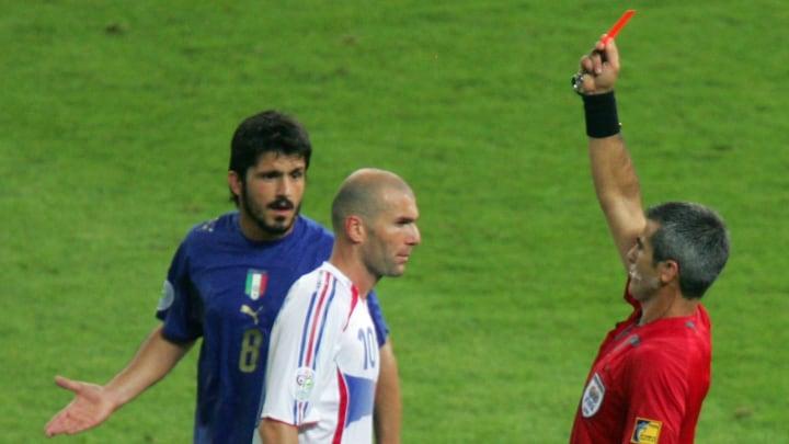French midfielder Zinedine Zidane (C) re