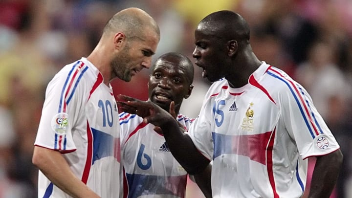 French midfielder Zinedine Zidane (L) is